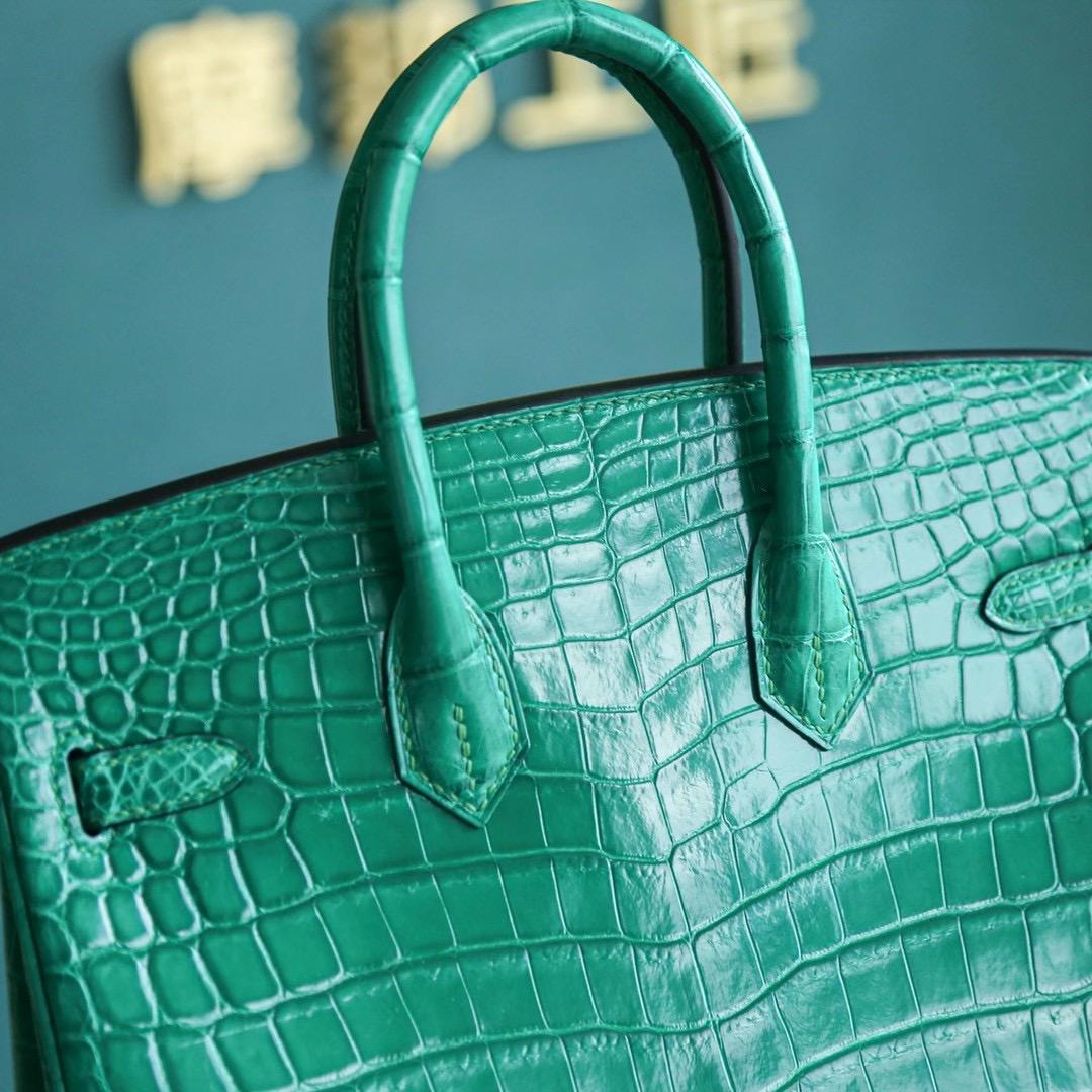 【热门色】爱马仕铂金包 Birkin 25CM 6Q 翡翠绿 金扣 亮面两点鳄鱼